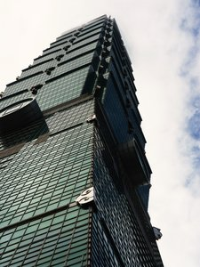 Taipei 101: Reaching up to the skies.