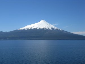 volcan osorno: volcan osorno and the lake llanquigue in Chile