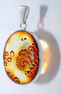 Natural amber jewellery 1: Gem form baltic amber in silver frame as pendant