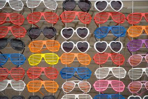 Shutter Shades 3: Shutter shades, a craze, probably not lasting that long. Nevertheless fun.