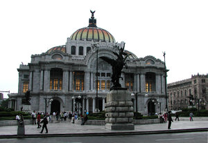 Bellas Artes: This is how the Bellas Artes Palace looks like in saturday, after a slight afternoon rain.
