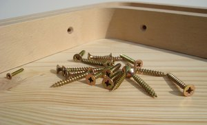 Make a shelf: Wood screws with supports on desk made of natural wood - parts of new shelf from my office :-)