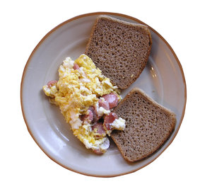 Scrambled eggs with bread