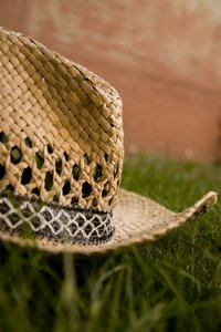 Strow Hat II: Strow hat in grass