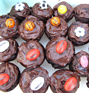 sporty chocolate cakes