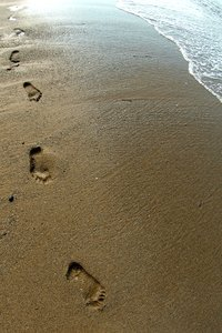 Footprints: Footprints in sand