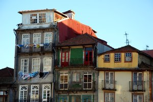 Porto building front 5