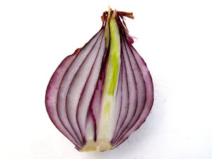red onion: cut open - halved red onion