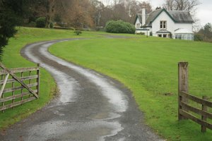 WInding drive: A winding drive leading to a house