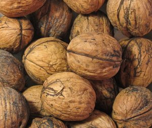 organic walnuts texture