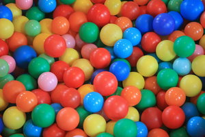Ball pool: Coloured balls in a ball pool