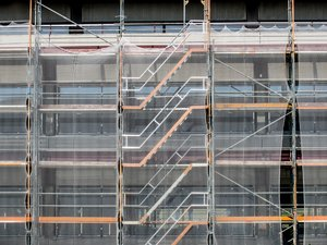 scaffold with dust protection: scaffold with dust protection
