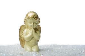 Angel: Angel in the snow parying