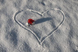 Christmas love 1: Christmas baubles in a snow heart