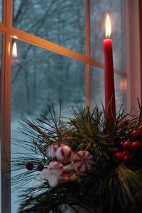Christmas_candle_in_window-05b