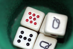 Poker dice: Poker dice and dice cup