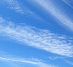 sky pointers3: almost directional formation of wispy cloud lines