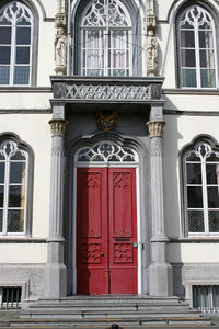 Red door: Front door of a house in Belgium.
