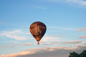 Hot air baloon travelling
