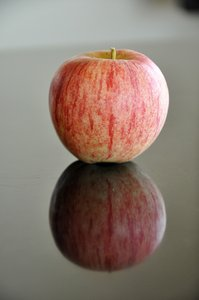 Apple: Apple with reflect