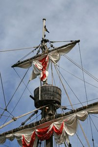 Mediaeval rigging: Rigging of a replica mediaeval Portuguese sailiung ship in Madeira.