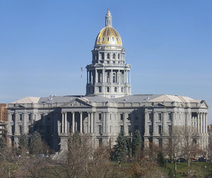 colorado state capitol buildin: the colorado state capitol building, in downtown denver.