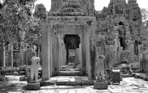 temple entrance1b: entrance way to Angkor temple complex
