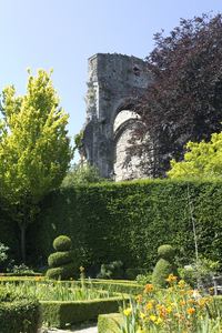 Garden with ruined arch: A garden beside a ruined arch of an old abbey in Wiltshire, England.