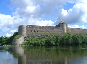 Ivangorod fortress 1: The Russian Ivangorod fortress, on the border of the city of Narva (Estonia). It was build in 1492 bij Ivan III. On the other side of the river is the Estonian Hermann Castle (see other pics)