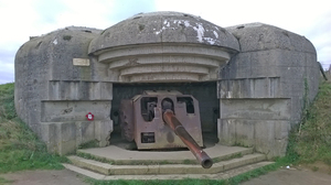 Longues-sur-Mer bunker 2: Europe, France, Normandy, invasion,army,soldier, soldiers,bunker,weapon