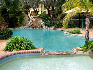 outdoor swimming pools2